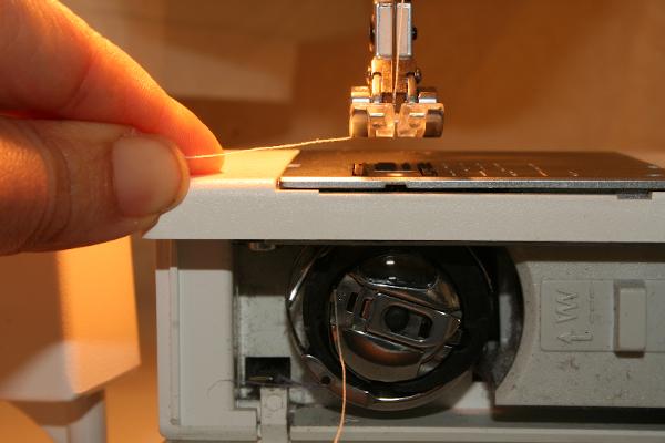 Enfilage du fil de la canette self couture for Machine a coudre riccar