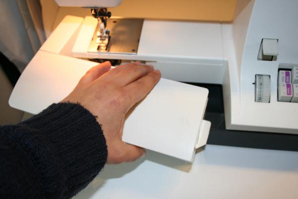Ouvrir l'avant de la machine pour accéder à la canette