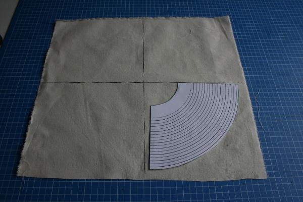 volants plier le tissu en quatre